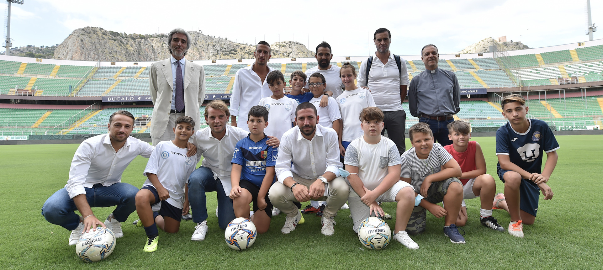 """AQUILE DI QUARTIERE"" (NEIGHBORHOOD EAGLES): PALERMO PLAYERS PAY SOCCER SCHOOL FOR 50 DISADVANTAGED YOUNGSTERS"
