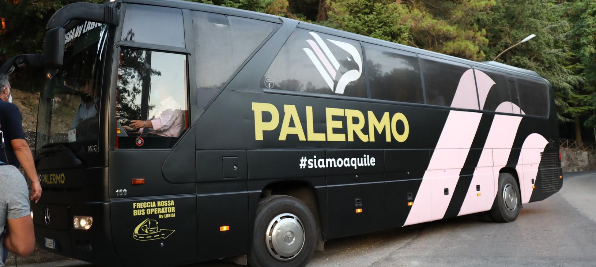 Danneggiato il pullman del Palermo