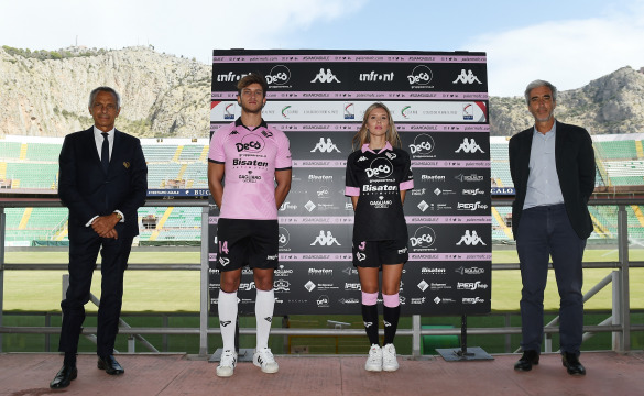 PRESENTATION OF THE JERSEYS TO THE SPONSORS PHOTOGALLERY